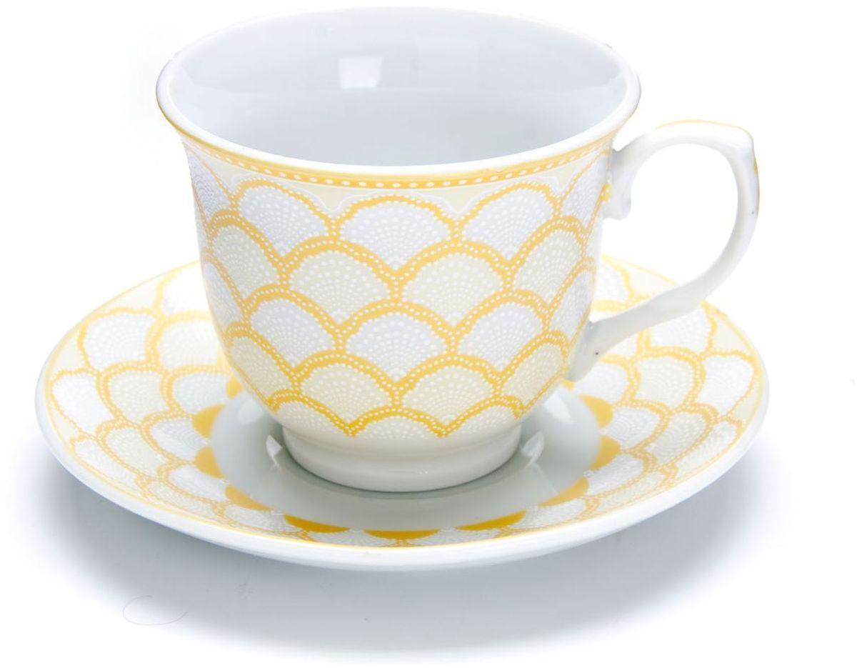 Чайный сервиз Loraine, 220 мл, подарочная упаковка. 26434VT-1520(SR)Чайный набор Loraine на 6 персон, изготовленный из высококачественного костяного фарфора изысканного белого цвета, состоит из 6 чашек и 6 блюдец. Изделия набора украшены тонкой золотой каймой и имеют красивый и нежный дизайн. Набор придется по вкусу и ценителям классики, и тем, кто предпочитает утонченность и изысканность. Он настроит на позитивный лад и подарит хорошее настроение с самого утра. Набор упакован в подарочную упаковку. Такой чайный набор станет прекрасным украшением стола, а процесс чаепития превратится в одно удовольствие! Это замечательный выбор для подарка родным и друзьям!