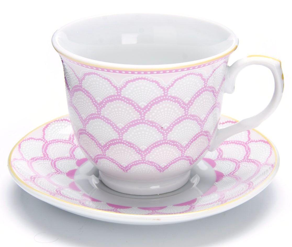 Чайный сервиз Loraine, 12 предметов, 220 мл. 26435115510Чайный набор Loraine на 6 персон, изготовленный из высококачественного костяного фарфора изысканного белого цвета, состоит из 6 чашек и 6 блюдец. Изделия набора украшены тонкой золотой каймой и имеют красивый и нежный дизайн.Набор придется по вкусу и ценителям классики, и тем, кто предпочитает утонченность и изысканность. Он настроит на позитивный лад и подарит хорошее настроение с самого утра. Набор упакован в подарочную упаковку. Такой чайный набор станет прекрасным украшением стола, а процесс чаепития превратится в одно удовольствие! Это замечательный выбор для подарка родным и друзьям! Объем чашки: 220 мл.