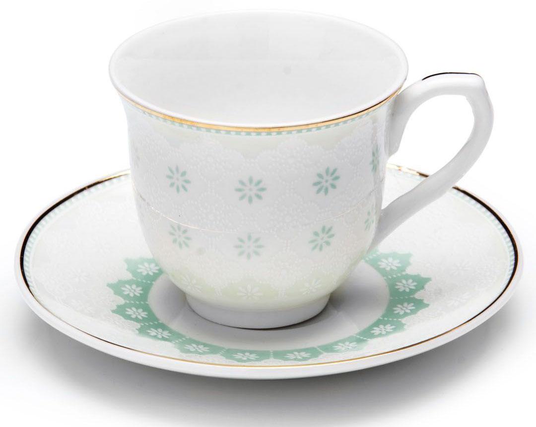 Кофейный сервиз Loraine, цвет: мятный, 80 мл, 12 предметов. 26437-126437-1Кофейный набор на 6 персон Loraine выполнен из высококачественного костяного фарфора - материала безопасного для здоровья и надолго сохраняющего тепло напитка. В наборе 6 кофейных чашек и 6 блюдец. Несмотря на свою внешнюю хрупкость, каждый из предметов набора обладает высокой прочностью и надежностью.Элегантный классический дизайн с тонкой золотой каймой делает этот кофейный набор прекрасным украшением любого стола.Набор аккуратно упакован в подарочную упаковку, поэтому его можно преподнести в качестве оригинального и практичного подарка для своих родных и самых близких.Подходит для мытья в посудомоечной машине.