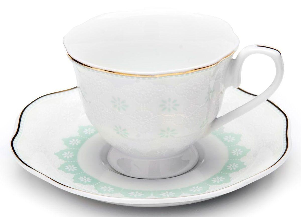 Кофейный сервиз Loraine, цвет: мятный, 110 мл, 12 предметов. 26445-126445-1Кофейный сервиз Loraine на 6 персон выполнен из высококачественного костяного фарфора - материала, безопасного для здоровья и надолго сохраняющего тепло напитка. В наборе 6 чашек и 6 блюдец. Несмотря на свою внешнюю хрупкость, каждый из предметов набора обладает высокой прочностью и надежностью. Изделия украшены тонкой золотой каймой, внешние стенки дополнены красивым рельефным орнаментом. Элегантный классический дизайн сделает этот набор изысканным украшением любого стола. Набор упакован в подарочную коробку, поэтому его можно преподнести в качестве оригинального и практичного подарка для родных и близких. Объем чашки: 80 мл. Диаметр чашки (по верхнему краю): 7 см. Высота чашки: 5,5 см. Диаметр блюдца: 11,5 см.