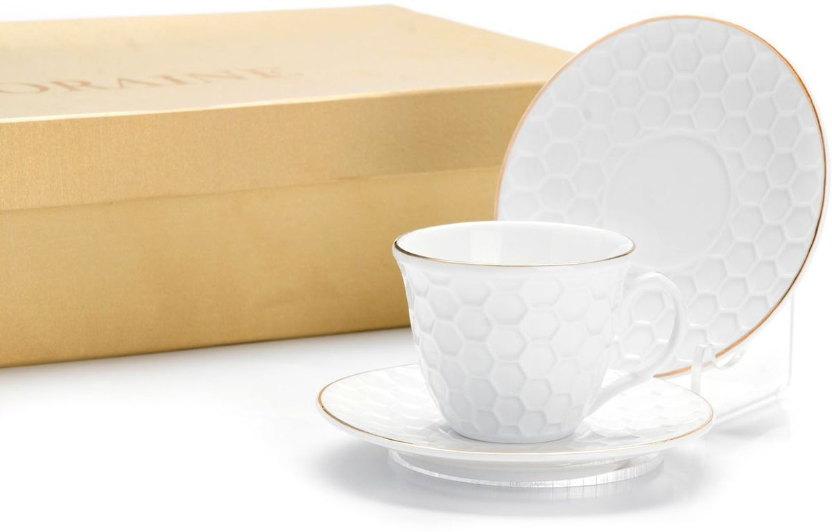 Кофейный сервиз Loraine, 80 мл, подарочная упаковка. 26502115510Кофейный набор на 6 персон Loraine выполнен из высококачественного костяного фарфора - материала безопасного для здоровья и надолго сохраняющего тепло напитка.Несмотря на свою внешнюю хрупкость, каждый из предметов набора обладает высокой прочностью и надежностью. Элегантный классический дизайн с тонкой золотой каймой делает этот кофейный набор прекрасным украшением любого стола. Набор аккуратно упакован в подарочную упаковку, поэтому его можно преподнести в качестве оригинального и практичного подарка для своих родных и самых близких. В наборе: 6 кофейных чашек, 6 блюдец. Подходит для мытья в посудомоечной машине.