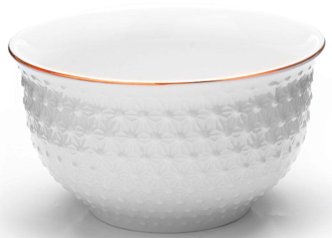 Набор салатниц Loraine, 6 предметов, 350 мл. 2650854 009312Набор из 6 салатниц Loraine выполнен из качественной керамики в белом цвете и украшен золотой окантовкой. В керамической посуде блюда сохраняют свои вкусовые качества, кроме того она обладает термической и химической прочностью. Благодаря оригинальному дизайну, такие супницы отлично подойдут как для ежедневного использования, так и для праздничной сервировки стола. Подходит для мытья в посудомоечной машине.