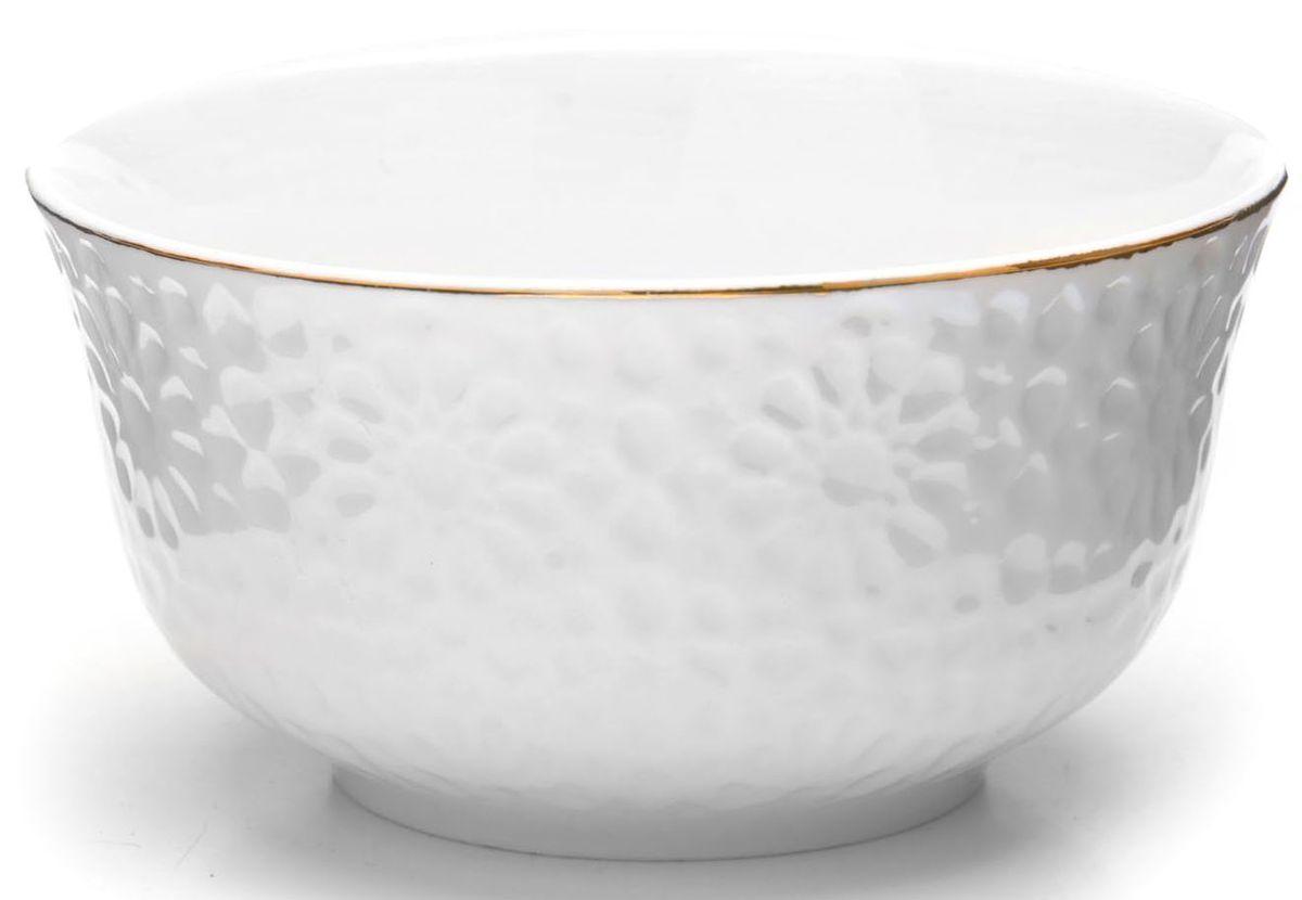 Набор салатников Loraine, 6 предметов, 350 мл. 26510115510Набор Loraine, состоящий из 6 салатников, выполнен из качественной керамики в белом цвете и украшен золотой окантовкой. В керамической посуде блюда сохраняют свои вкусовые качества, кроме того она обладает термической и химической прочностью.Благодаря оригинальному дизайну, такие салатники отлично подойдут как для ежедневного использования, так и для праздничной сервировки стола.Подходит для мытья в посудомоечной машине.