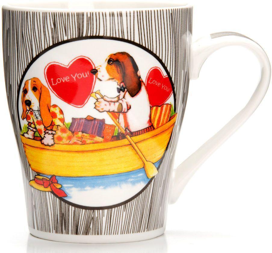 Кружка Loraine Собака, 340 мл, подарочная упаковка. 26562-3115510Кружка Loraine, выполненная из костяного фарфора и украшенная ярким рисунком, станет красивым и полезным подарком для ваших родных и близких. Дизайн изделия придется по вкусу и ценителям классики, и тем, кто предпочитает утонченность и изысканность. Кружка Loraine настроит на позитивный лад и подарит хорошее настроение с самого утра. Изделие пригодно для использования в микроволновой печи и холодильника. Подходит для мытья в посудомоечной машине.