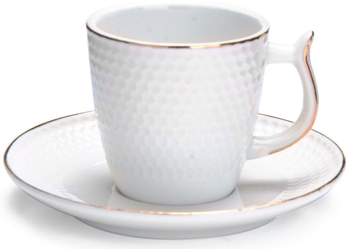 Кофейный сервиз Loraine, 90 мл, подарочная упаковка. 26820VT-1520(SR)Кофейный набор на 6 персон Loraine выполнен из высококачественного костяного фарфора - материала безопасного для здоровья и надолго сохраняющего тепло напитка.Несмотря на свою внешнюю хрупкость, каждый из предметов набора обладает высокой прочностью и надежностью. Элегантный классический дизайн с тонкой золотой каймой делает этот кофейный набор прекрасным украшением любого стола. Набор аккуратно упакован в подарочную упаковку, поэтому его можно преподнести в качестве оригинального и практичного подарка для своих родных и самых близких. В наборе: 6 кофейных чашек, 6 блюдец. Подходит для мытья в посудомоечной машине.