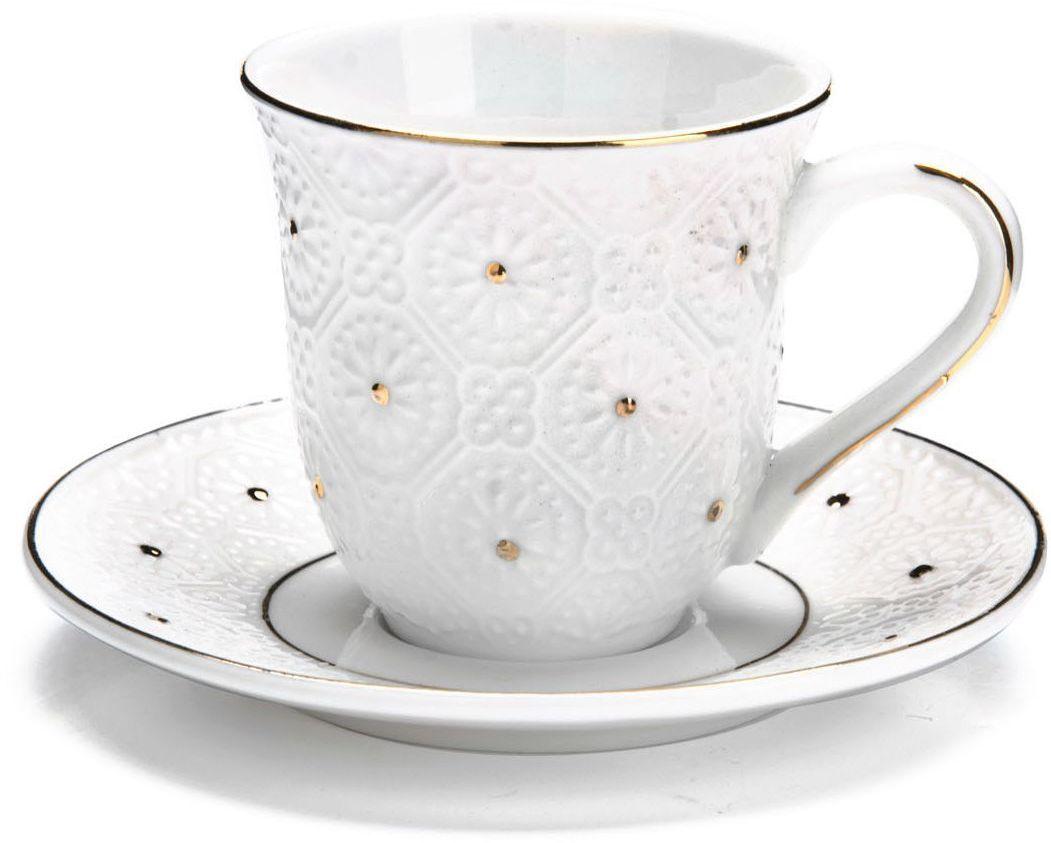 Кофейный сервиз Loraine, 90 мл, подарочная упаковка. 26823VT-1520(SR)Кофейный набор на 6 персон Loraine выполнен из высококачественного костяного фарфора - материала безопасного для здоровья и надолго сохраняющего тепло напитка.Несмотря на свою внешнюю хрупкость, каждый из предметов набора обладает высокой прочностью и надежностью. Элегантный классический дизайн с тонкой золотой каймой делает этот кофейный набор прекрасным украшением любого стола. Набор аккуратно упакован в подарочную упаковку, поэтому его можно преподнести в качестве оригинального и практичного подарка для своих родных и самых близких. В наборе: 6 кофейных чашек, 6 блюдец. Подходит для мытья в посудомоечной машине.