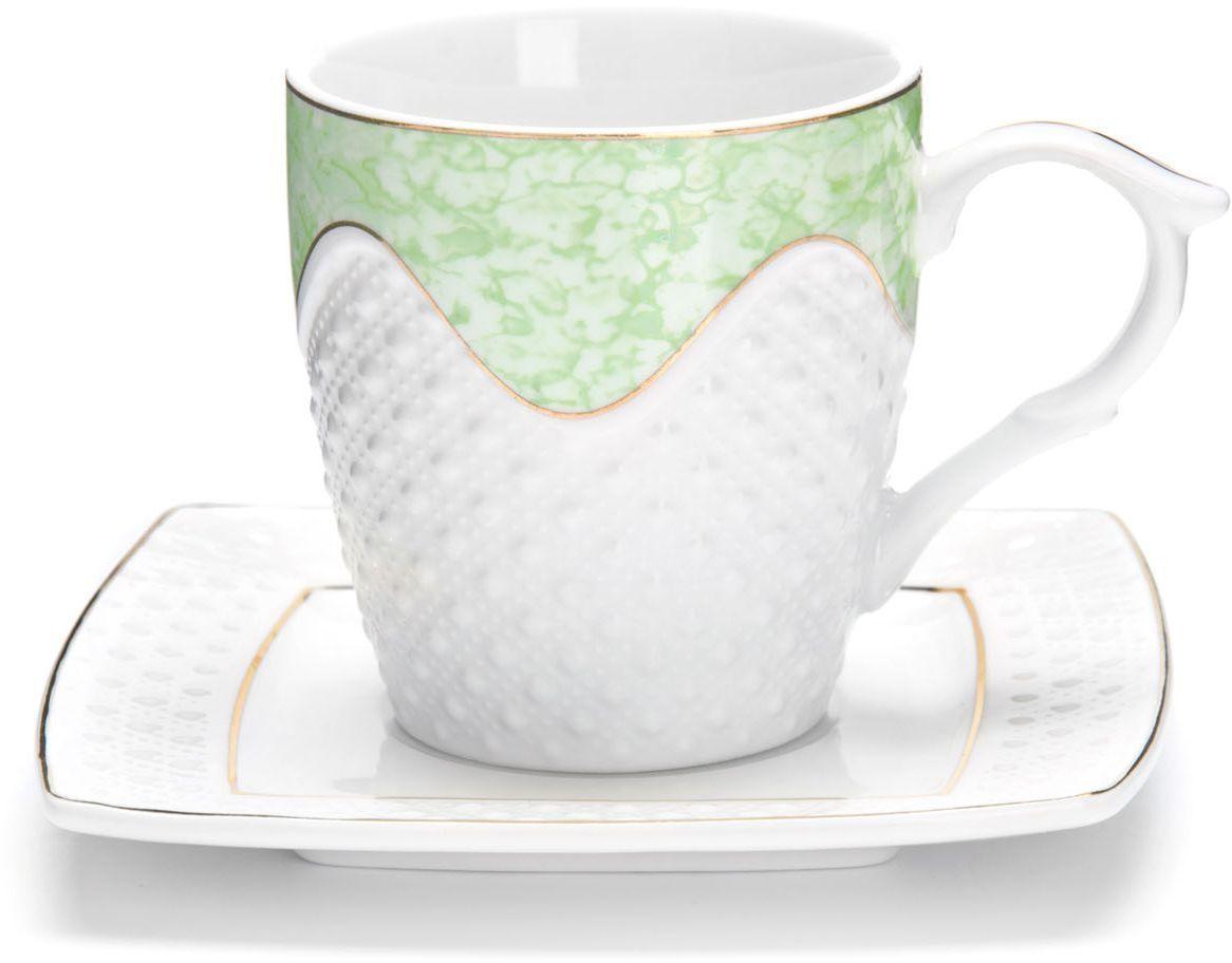 Чайный сервиз Loraine, 12 предметов, 200 мл. 26831115610Чайный набор Loraine на 6 персон, изготовленный из высококачественной керамики изысканного белого цвета, состоит из 6 чашек и 6 блюдец. Изделия набора украшены тонкой золотой каймой и имеют красивый и нежный дизайн.Набор придется по вкусу и ценителям классики, и тем, кто предпочитает утонченность и изысканность. Он настроит на позитивный лад и подарит хорошее настроение с самого утра.Набор упакован в подарочную упаковку. Такой чайный набор станет прекрасным украшением стола, а процесс чаепития превратится в одно удовольствие! Это замечательный выбор для подарка родным и друзьям!Объем чашки: 200 мл.