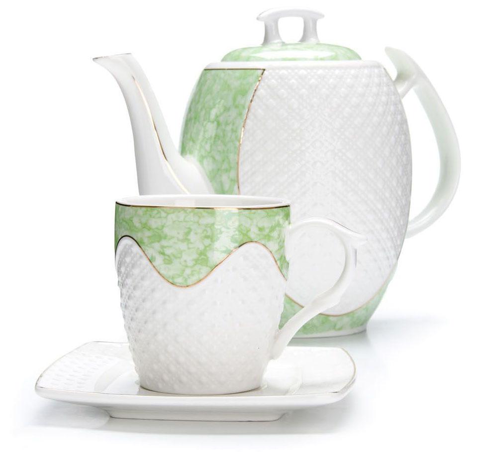 Чайный сервиз Loraine, 13 предметов. 26834730613Чайный набор Loraine на 6 персон, изготовленный из высококачественной керамики изысканного белого цвета, состоит из 6 чашек, 6 блюдец и заварочного чайника. Изделия набора украшены тонкой золотой каймой и имеют красивый и нежный дизайн. Набор придется по вкусу и ценителям классики, и тем, кто предпочитает утонченность и изысканность. Он настроит на позитивный лад и подарит хорошее настроение с самого утра. Набор упакован в подарочную упаковку.Такой чайный набор станет прекрасным украшением стола, а процесс чаепития превратится в одно удовольствие! Это замечательный выбор для подарка родным и друзьям! Объем чайника: 1,3 л. Объем чашки: 220 мл.