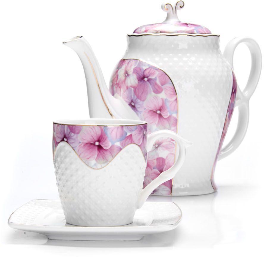 Чайный сервиз Loraine, 13 предметов. 26837115510Чайный набор Loraine на 6 персон, изготовленный из высококачественной керамики изысканного белого цвета, состоит из 6 чашек, 6 блюдец и заварочного чайника. Изделия набора украшены тонкой золотой каймой и имеют красивый и нежный дизайн. Набор придется по вкусу и ценителям классики, и тем, кто предпочитает утонченность и изысканность. Он настроит на позитивный лад и подарит хорошее настроение с самого утра. Набор упакован в подарочную упаковку.Такой чайный набор станет прекрасным украшением стола, а процесс чаепития превратится в одно удовольствие! Это замечательный выбор для подарка родным и друзьям! Объем чайника: 1,3 л. Объем чашки: 220 мл.