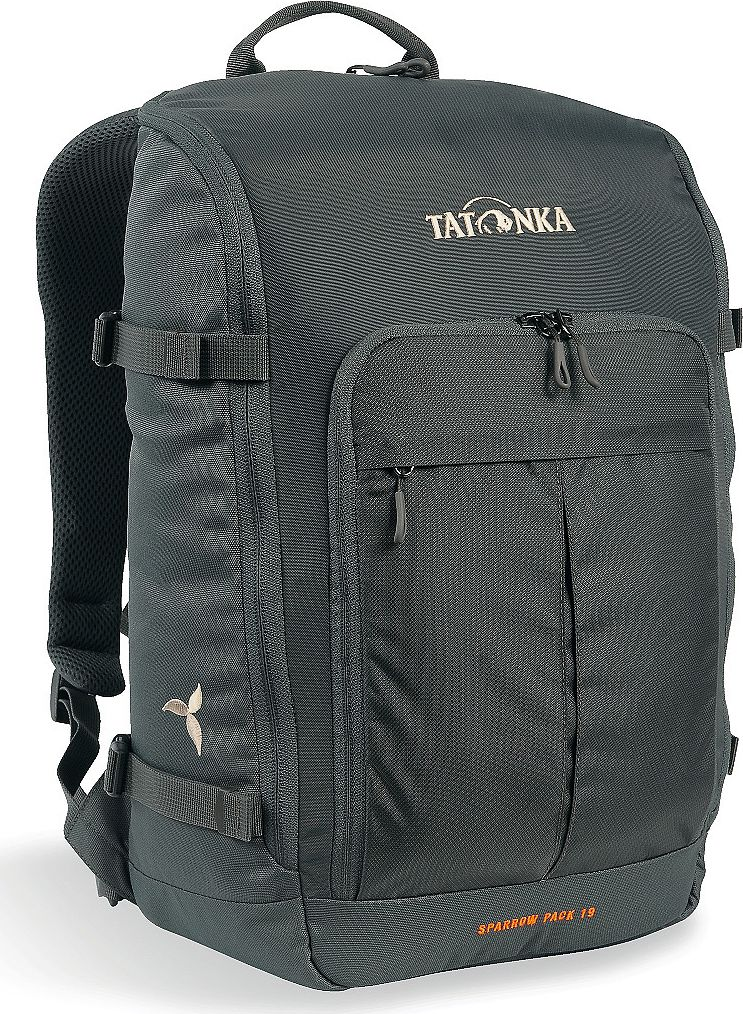 Рюкзак женский Tatonka Sparrow Pack, для учебы и работы, цвет: темно-серый, 19 лГризлиКомпактный рюкзак для учебы или работы. Основное отделение открываются полностью благодаря молнии, идущей по всему периметру рюкзака: собирать рюкзак очень легко, кроме того, легко достать любые вещи. Это удобно, например, в аэропорту на регистрации. Для ноутбука предусмотрен специальный карман. В передней части рюкзака находится отделение с органайзером. Благодаря лямкам анатомической формы инагрудному ремню, носить рюкзак кофмортно и легко.Преимущества и особенности: Спинка Vent ComfortЛямки анатомической формыРегулируемый нагрудный ременьКомпрессионные стропыРучка для переноскиДополнительные карманы в основном отделенииОсновное отделение открывается полностьюУплотненное дноПередний карман с органайзеромКрючок для ключейОтделение для ноутбука 15,4 дюйма