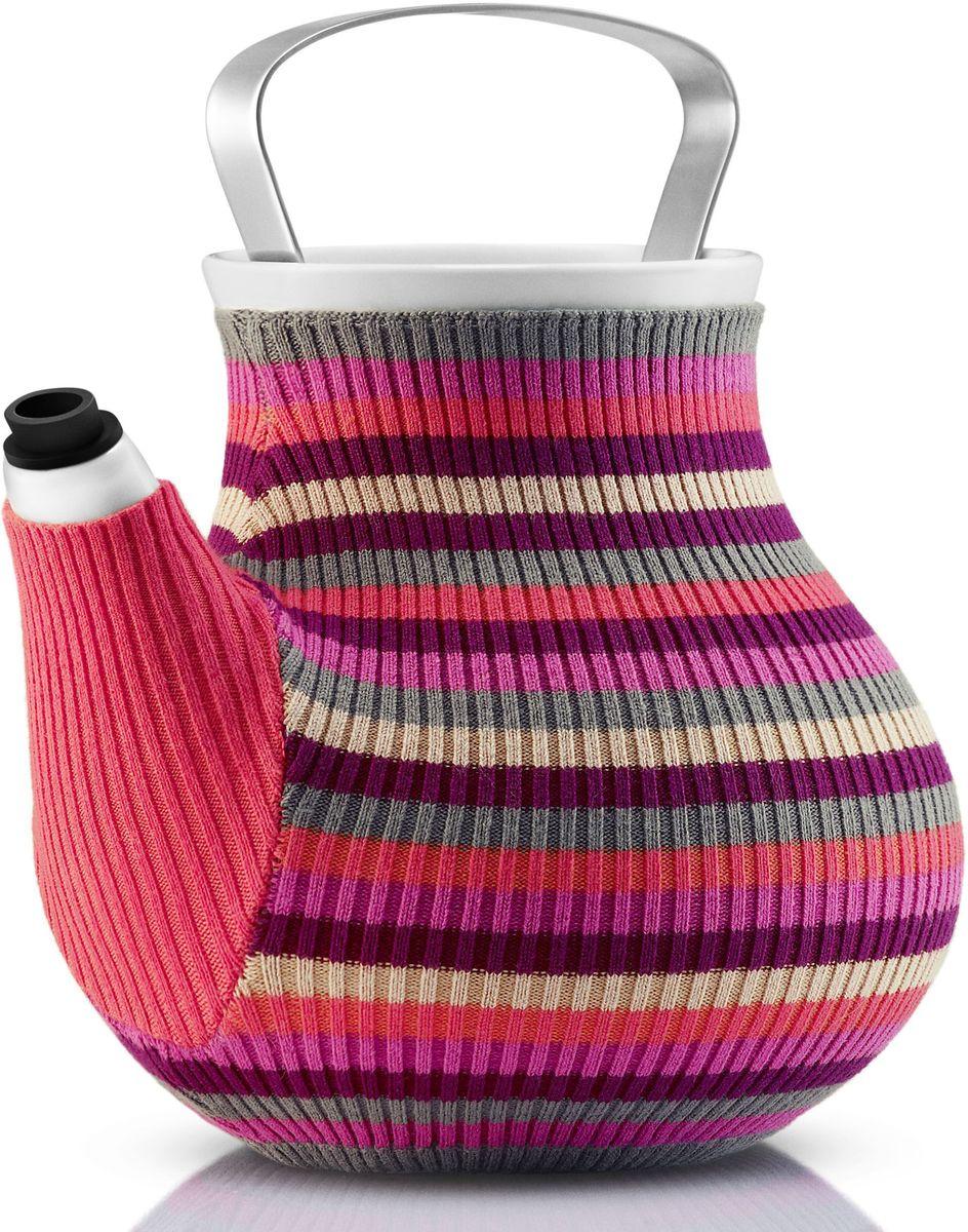 Чайник заварочный Eva Solo My Big Tea, в вязаном чехле, 1,5 л, цвет: розовыйVT-1520(SR)Дизайнеры Eva Solo решили одеть керамические чайники My Big Tea в свитера и таким образом создать на кухне уютную и теплую атмосферу. Корпус чайника сделан из фарфора, ручка из нержавеющей стали, свитер для чая изготовлен из натурального трикотажа. Специальная силиконовая насадка на носике предотвращает подтекание. Чайник можно мыть в посудомоечной машине, предварительно сняв свитер, который стирается отдельно в деликатном режиме. Емкость: 1,5 л.