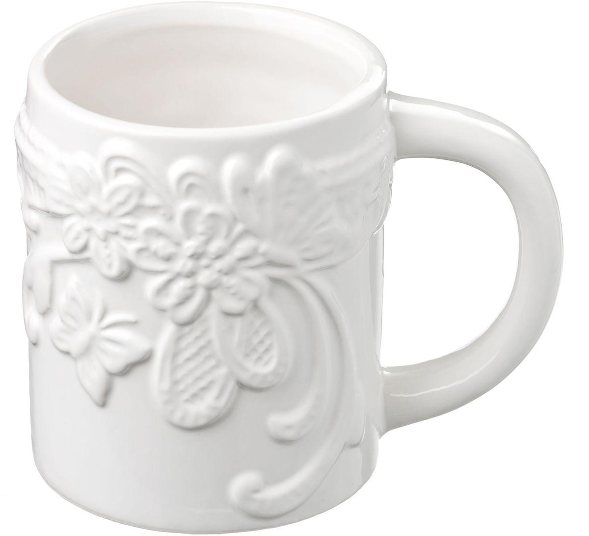 Кружка Vetta Бабочка, 450 мл54 009312Кружка Бабочки, выполненная из высококачественной керамики, украшена рельефным рисунком в виде узоров, бабочек и цветов. Изделие оснащено удобной ручкой. Кружка сочетает в себе оригинальный дизайн и функциональность. Благодаря такой кружке пить напитки будет еще вкуснее.