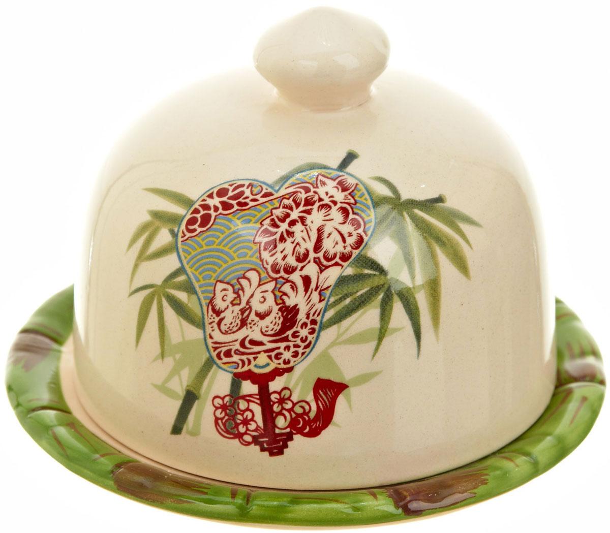 Лимонница Polystar Harmony115510Лимонница Harmony выполнена из высококачественной керамики и состоит из блюдца и крышки. Изделие декорировано оригинальным рисунком. Лимонница Harmony доставит истинное удовольствие ценителям прекрасного и поможет сохранить свежесть лимона на длительный срок.