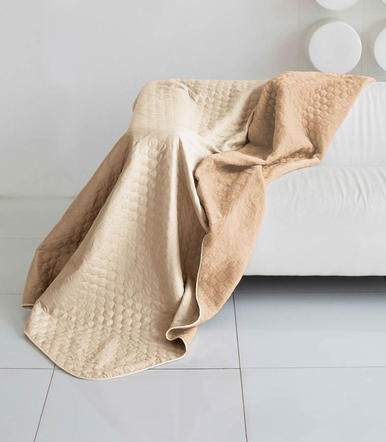 Комплект для спальни Sleep iX Multi Set, 2-спальный, цвет: бежевый, темно-бежевый, 4 предмета. pva221537CLP446Комплект для спальни Sleep iX Multi Set состоит из покрывала, простыни, 2 наволочек. Верх многофункционального одеяла-покрывала выполнен из мягкой микрофибры, которая хорошо сохраняет тепло, устойчива к стирке и износу, а низ выполнен изискусственного меха. Этот мех не требует специального ухода, он легко чистится и долгое время сохраняет мягкость и внешний вид. Наволочки, простыня и чехлы подушек выполнены из микрофибры. Комплект для спальни Sleep iX Multi Set - это прекрасный способ придать спальне уют и привнести в интерьер что-то новое.Размер одеяла-покрывала: 180 х 220 см.Размер простыни: 230 х 240 см.Размер наволочек: 50 х 70 см. (2 шт)Наполнитель: Силиконизированное волокно.