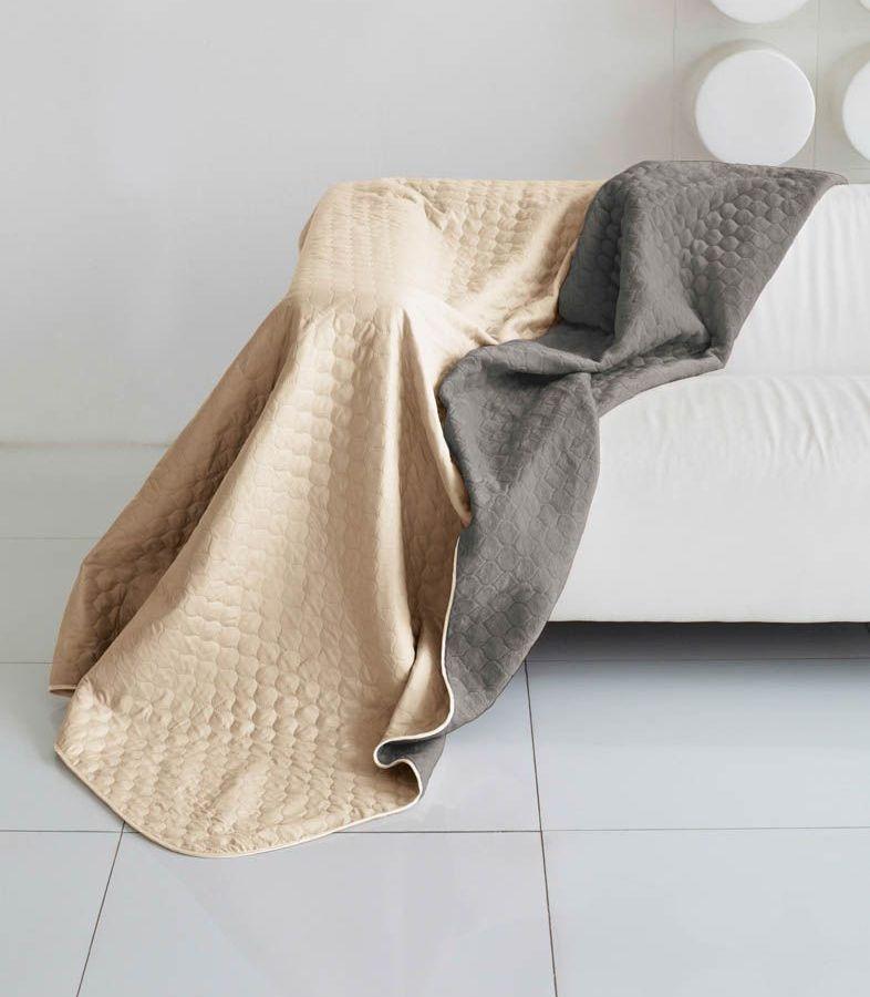 Комплект для спальни Sleep iX Multi Set, 2-спальный, цвет: бежевый, мышиный, 4 предмета. pva221540HK 5646 weisКомплект для спальни Sleep iX Multi Set состоит из покрывала, простыни, 2 наволочек. Верх многофункционального одеяла-покрывала выполнен из мягкой микрофибры, которая хорошо сохраняет тепло, устойчива к стирке и износу, а низ выполнен изискусственного меха. Этот мех не требует специального ухода, он легко чистится и долгое время сохраняет мягкость и внешний вид. Наволочки, простыня и чехлы подушек выполнены из микрофибры. Комплект для спальни Sleep iX Multi Set - это прекрасный способ придать спальне уют и привнести в интерьер что-то новое.Размер одеяла-покрывала: 180 х 220 см.Размер простыни: 230 х 240 см.Размер наволочек: 50 х 70 см. (2 шт)Наполнитель: Силиконизированное волокно.