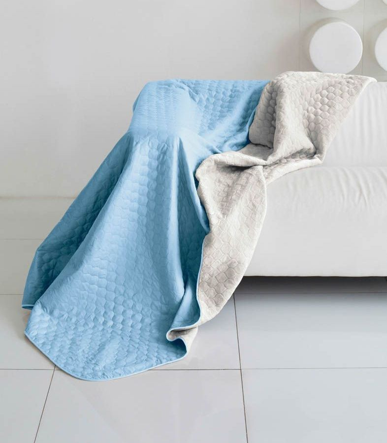 Комплект для спальни Sleep iX Multi Set, евро макси, цвет: голубой, серый, 4 предмета. pva221569Брелок для сумкиКомплект для спальни Sleep iX Multi Set состоит из покрывала, простыни и 2 наволочек. Верх многофункционального одеяла-покрывала выполнен из мягкой микрофибры, которая хорошо сохраняет тепло, устойчива к стирке и износу, а низ выполнен изискусственного меха. Этот мех не требует специального ухода, он легко чистится и долгое время сохраняет мягкость и внешний вид. Наволочки, простыня и чехлы подушек выполнены из микрофибры. Комплект для спальни Sleep iX Multi Set - это прекрасный способ придать спальне уют и привнести в интерьер что-то новое.Размер одеяла-покрывала: 220 х 240 см.Размер простыни: 230 х 240 см.Размер наволочек: 50 х 70 см. (2 шт)Наполнитель: Силиконизированное волокно.