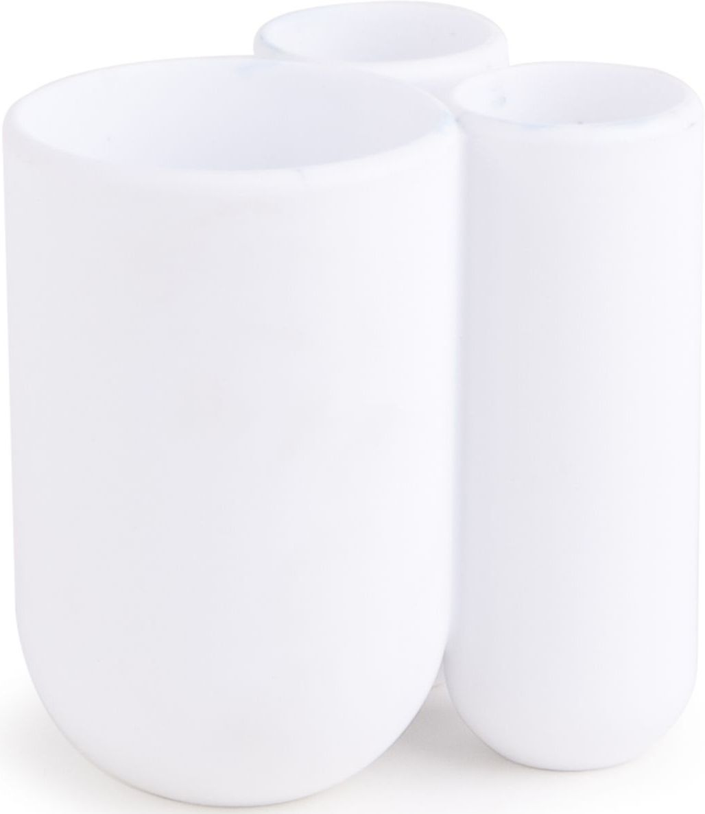 Стакан для зубных щеток Umbra Touch, цвет: белый, 10 х 7 х 8 см74-0060Функциональность подставки для зубных щеток неоспорима - где же еще их хранить. А вот как насчет дизайна? В Umbra уверены: такой простой и ежедневно используемый предмет должен выглядеть лаконично, но необычно. Ведь в небольшой ванной комнате не должно быть ничего вызывающе яркого. Немного экспериментировав с формой, дизайнеры создали подставку Touch, которая придется кстати в любом доме и вместит зубные щетки всех членов семьи и тюбик зубной пасты. Выполнена из приятного на ощупь пластика.