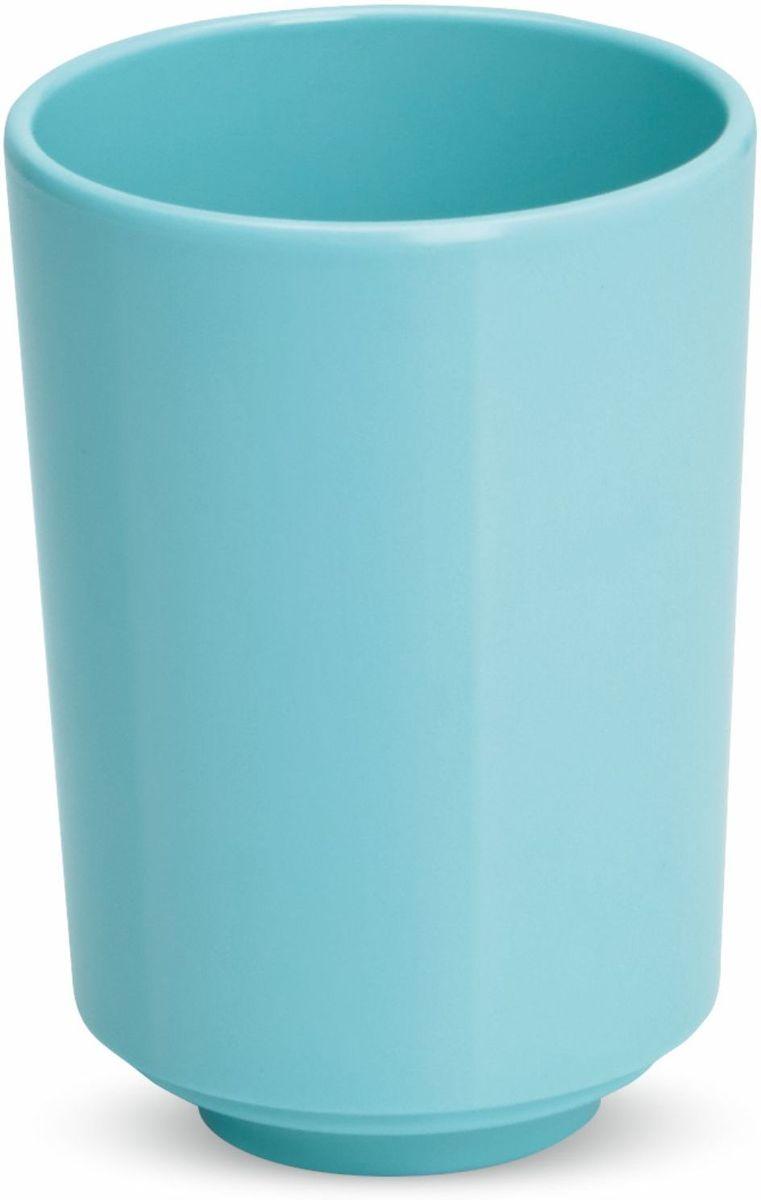 Стакан для ванной Umbra Step, цвет: морская волна, 10 х 8,3 х 8,3 см12723Стакан для ванной - это тот маленький, почти незаметный, но очень важный предмет, который мы используем ежедневно для полоскания рта или даже просто как подставку для щеток. Он нужен всем и всегда, это бесспорно. Но как насчет дизайна? В Umbra уверены: такой простой и ежедневно используемый предмет должен выглядеть лаконично и необычно. Ведь в небольшой ванной комнате не должно быть ничего вызывающе яркого. Немного экспериментировав с формой, дизайнеры создали стакан Step, который придется кстати в любом доме!