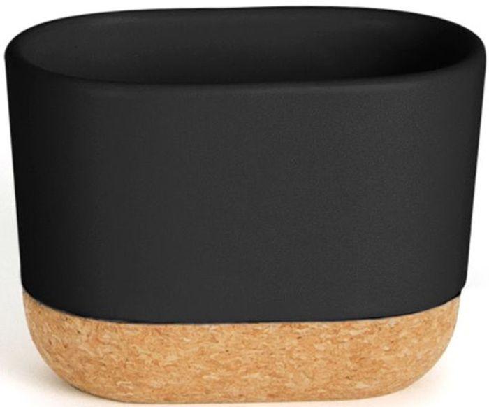Стакан для зубных щеток Umbra Kera, цвет: черный, 8,9 х 7,6 х 12,2 см28907 4Элегантный аксессуар, выполненный в минималистичном скандинавском стиле. Подставка изготовлена из натуральных материалов: керамики и пробкового дерева .Благодаря широкому горлышку в емкость также помещаются тюбики с зубной пастой и электрические зубные щетки. Простые линии и естественные цвета делают подставку универсальной для любого типа ванной.Дизайн: Erika Kovesdi