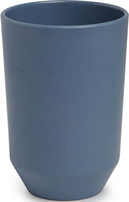 Стакан для ванной Umbra Fiboo, цвет: дымчато-синий, 10,5 х 8,1 х 8,1 см531-105Стакан для воды запросто может служить и подставкой для зубных щёток. Изготовлен из комбинированного материала (меламин и бамбуковое волокно), который отличает экологичность, износостойкость и уникальный матовый эффект. Дизайн: Wesley Chau