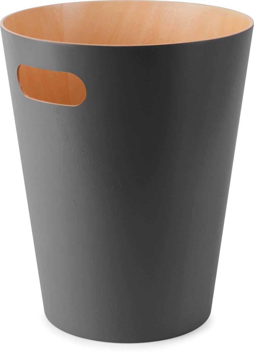 Корзина для мусора Umbra Woodrow, цвет: серый, 23 х 23 х 28 см74-0120Минималистичная корзина для бумаг с удобной ручкой для переноски. Современный дизайн и натуральные материалы позволя.т использовать корзину и в детской, и в офисе. Материал — берёзовая гнутая фанера. Объем — 9 литров. Дизайн: Henry Huang