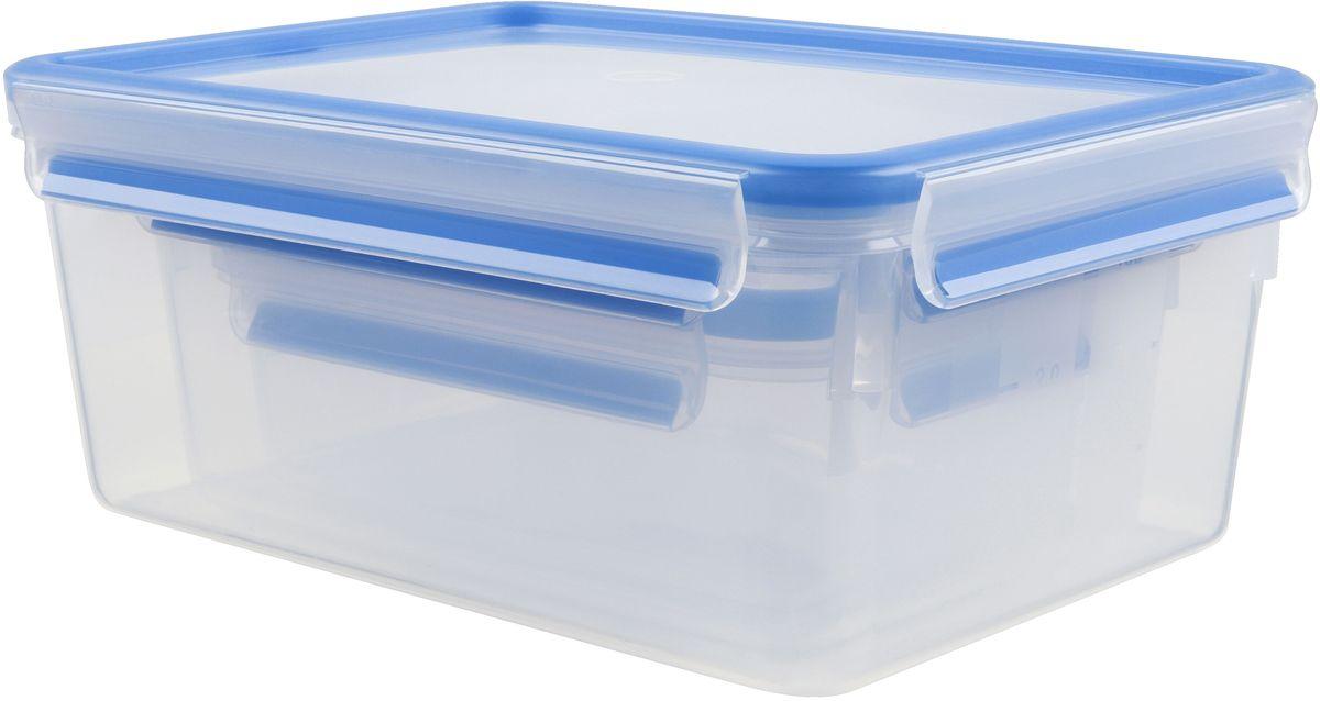 Набор контейнеров Emsa Clip&Close, цвет: голубой, прозрачный, 3 предметаМ 1201-ДНабор Emsa Clip&Close состоит из трех контейнеров разного объема, изготовленных из высококачественного пищевого пластика, который выдерживает температуру от -40°С до +110°С, не впитывает запахи и не изменяет цвет. Это абсолютно гигиеничный продукт, который подходит для хранения даже детского питания. Изделия снабжены крышками, плотно закрывающимися на 4 защелки. Герметичность достигается за счет специальных силиконовых прослоек, которые позволяют использовать контейнер для хранения не только пищи, но и напитков. В таком контейнере продукты долгое время сохраняют свою свежесть. Прозрачные стенки позволяют просматривать содержимое. Сбоку имеются отметки литража. Изделия подходят для домашнего использования, для пикников, поездок, такие контейнеры удобно брать с собой на работу или учебу. Можно использовать в СВЧ-печах, холодильниках, посудомоечных машинах, морозильных камерах. Объем контейнеров: 0,55 л, 1 л, 2,3 л.