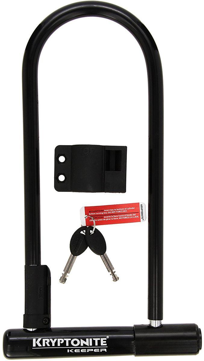 Замок велосипедный Kryptonite U-locks Keeper, черныйBBL-26Велозамок Kryptonite Keeper 12 LS — удлиненный вариант замка Keeper 12 Standard. Соответственно, у вас больше вариантов, чтобы пристегнуть байк на улице. Скоба замка изготовлена из калёной стали диаметром 12 мм. По тестам самой американской марки Kryptonite велосипедный замок имеет 5 из 10 степень защиты и является самым базовым среди её u-lock вариантов. Модель имеет покрытие из винила, которое защищает раму велосипеда при транспортировке. В упаковке при покупке вы получите 2 металлических ключа и крепление из пластика к раме байка. Оно позволяет удобно и оперативно устанавливать или снимать этот u-образный велосипедный замок.- 12 мм закаленная стальная скоба- Виниловое покрытие, не оставляющее царапин на раме байка- 2 ключа в поставке с данным u-lock замком- Программа поддержки Key Safe (возможность заказать новый ключ)- Система «Transit FlexFrame-U» (крепеж к раме велосипеда)- Защищенность от пыли и влаги- Защита от стука и шума- Общий уровень защиты 5 из 10Диаметр дуги замка: 12 ммРазмеры замка: 10,2 х 29,2 смВес модели: 1,27 кг.