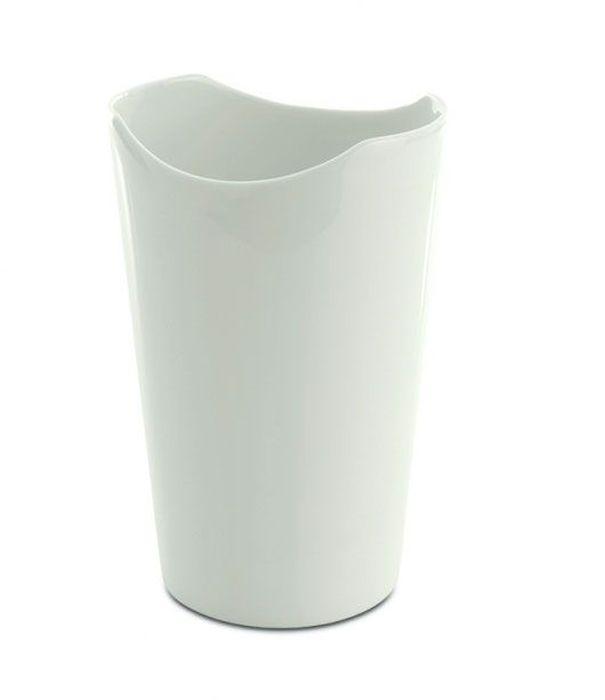 Ваза BergHOFF Eclipse, цвет: белый, высота 16 смFS-80264Ваза BergHOFF Eclipse- элегантная ваза выполненная из фарфора белого цвета, послужит отличным дополнением к интерьеру вашего дома. Необычный дизайн вазы делает этот предмет не просто сосудом для цветов, но и оригинальным сувениром, который радует глаз и создает настроение. Окружая себя красивыми вещами, вы создаете в своем доме атмосферу гармонии, тепла и комфорта.