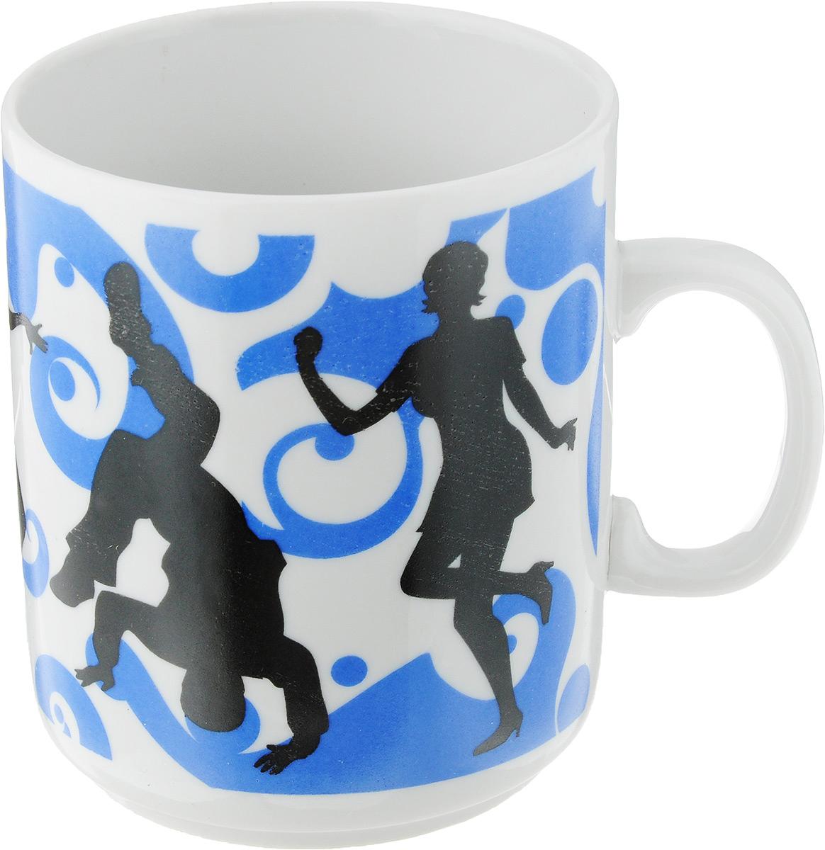 Кружка Фарфор Вербилок Dance, цвет: синий, белый, черный, 300 мл26582-2Кружка Фарфор Вербилок Dance способна скрасить любое чаепитие. Изделие выполнено из высококачественного фарфора. Посуда из такого материала позволяет сохранить истинный вкус напитка, а также помогает ему дольше оставаться теплым.Диаметр по верхнему краю: 7,5 см.Высота кружки: 10 см.