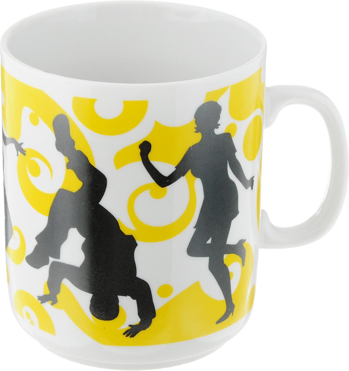 Кружка Фарфор Вербилок Dance, цвет: желтый, белый, черный, 300 мл391602Кружка Фарфор Вербилок Dance способна скрасить любое чаепитие. Изделие выполнено из высококачественного фарфора. Посуда из такого материала позволяет сохранить истинный вкус напитка, а также помогает ему дольше оставаться теплым.Диаметр по верхнему краю: 7,5 см.Высота кружки: 10 см.