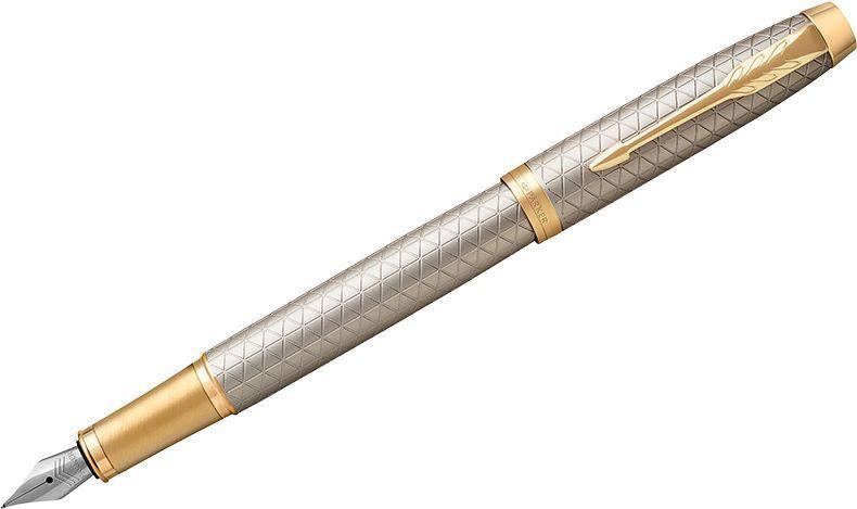Parker Ручка перьевая IM Premium Warm Silver GT синяяPP-304Перьевая ручка в корпусе из чернового матового анодированного алюминия, прошедшего пескоструйную обработку, с фирменным гравированным рисунком. Позолоченная отделка деталей с полировкой