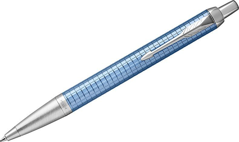 Parker Ручка шариковая IM Premium Blue CT синяяPARKER-1948087Шариковая ручка в корпусе из голубого матового анодированного алюминия с фирменным гравированным рисунком. Хромированная отделка деталей с полировкой