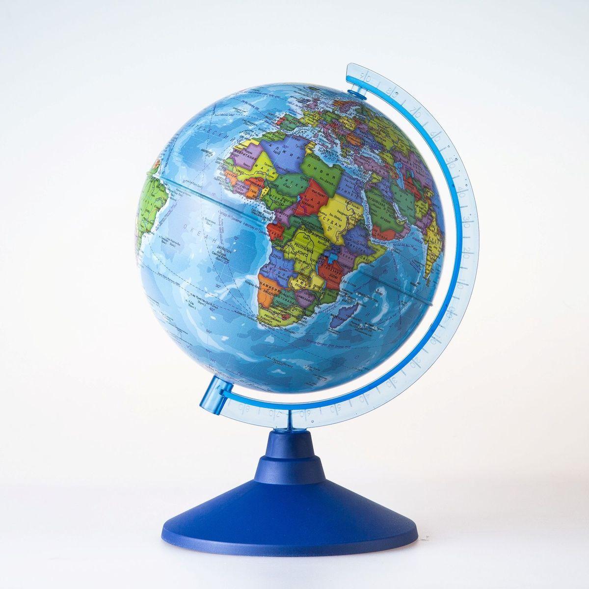 Глобен Глобус политический Классик Евро диаметр 15 смFS-00897Глобус для всех, глобус каждому!Глобус — самый простой способ привить ребенку любовь к географии. Он является отличным наглядным примером, который способен в игровой доступной и понятной форме объяснить понятия о планете Земля.Также интерес к глобусам проявляют не только детки, но и взрослые. Для многих уменьшенная копия планеты заменяет атлас мира из-за своей доступности и универсальности.Умный подарок! Кому принято дарить глобусы? Всем! Глобус политический диаметр 150мм Классик Евро — это уменьшенная копия земного шара, в которой каждый найдет для себя что-то свое.путешественники и заядлые туристы смогут отмечать с помощью стикеров те места, в которых побывали или собираются их посетитьделовые и успешные люди оценят такой подарок по достоинству, потому что глобус ассоциируется со статусом и властьюпреподаватели, ученые, студенты или просто неординарные личности также найдут для глобуса достойное место в своем доме.Итак, спешите заказать настольные глобусы в нашем интернет-магазине по привлекательным ценам, и помните, кто владеет глобусом, тот владеет миром!