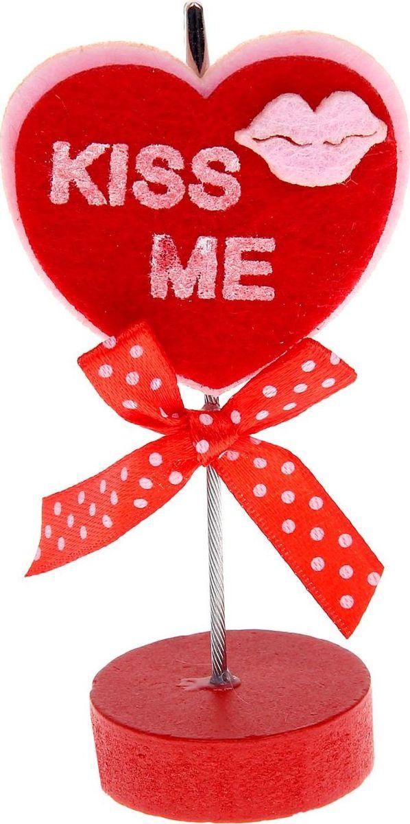 Визитница-прищепка Сердце поцелуй990691Полезный аксессуар, который украсит интерьер и внесет в него частичку уюта, доброты, тепла. С обратной стороны находится прищепка, благодаря которой можно закрепить памятную фотографию или открытку с приятным пожеланием.станет оригинальным презентом или украшением праздничного стола.