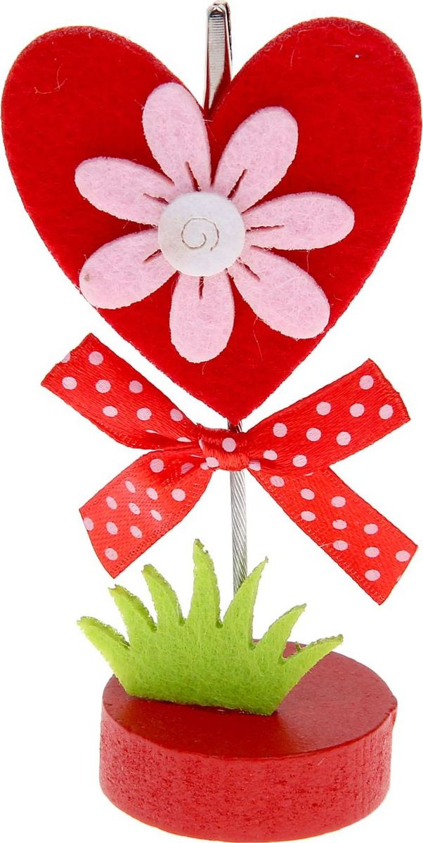 Визитница-прищепка Сердце с цветочком1215384Полезный аксессуар, который украсит интерьер и внесет в него частичку уюта, доброты, тепла. С обратной стороны находится прищепка, благодаря которой можно закрепить памятную фотографию или открытку с приятным пожеланием.станет оригинальным презентом или украшением праздничного стола.