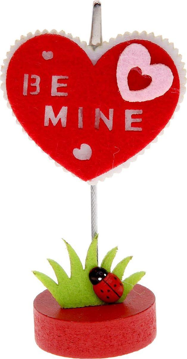 Визитница-прищепка Сердечко в сердцеCS-WP2501-1X30Полезный аксессуар, который украсит интерьер и внесет в него частичку уюта, доброты, тепла. С обратной стороны находится прищепка, благодаря которой можно закрепить памятную фотографию или открытку с приятным пожеланием.станет оригинальным презентом или украшением праздничного стола.