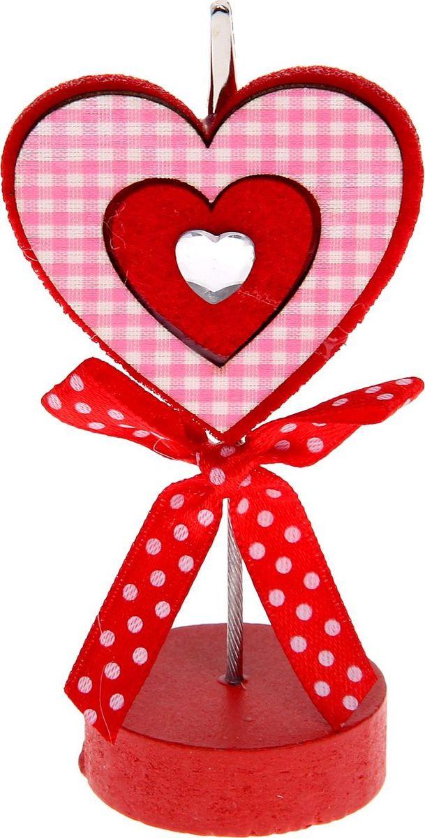 Визитница-прищепка Сердце в клеточкуB16-11416Полезный аксессуар, который украсит интерьер и внесет в него частичку уюта, доброты, тепла. С обратной стороны находится прищепка, благодаря которой можно закрепить памятную фотографию или открытку с приятным пожеланием.станет оригинальным презентом или украшением праздничного стола.
