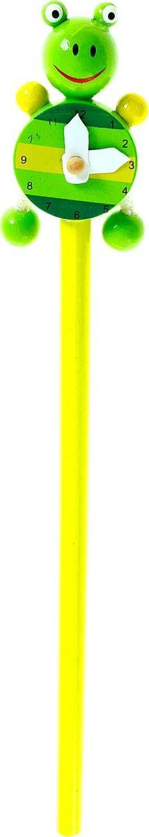 Карандаш Часики Лягушка730396Веселый яркий карандаш с игрушкой станет для ребенка верным помощником в процессе обучения рисованию. Забавная зверушка, которая уселась на верхушке пишущего прибора, сделает учебу интереснее и веселее. А значит, малыш быстрее освоит новый навык.Карандаш Часики: лягушка изготовлен из безопасного материала - натуральной древесины, покрытой нетоксичными красками, поэтому безопасен для здоровья ребенка.