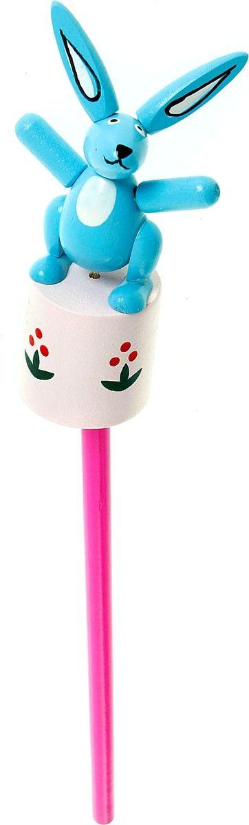 Карандаш Зайка 860421C13S041944Веселые яркие карандаши с игрушками станут для ребенка верными помощниками в процессе обучения рисованию. Наконечник выполнен в виде забавной зверушки-дергунчика. У игрушки двигаются части тела, что развивает у малыша мелкую моторику, тактильное восприятие и просто забавляет его.изготовлен из безопасного материала — натуральной древесины, покрытой нетоксичными красками, поэтому безопасен для здоровья ребенка.