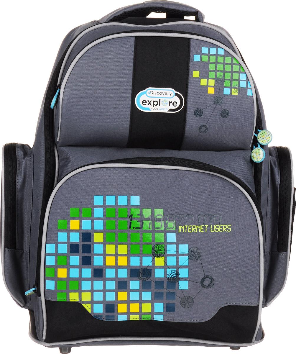 Action! Рюкзак Discovery72523WDСтильный рюкзак Action! Discovery имеет одно вместительное отделение на застежке-молнии с двумя бегунками. Внутри находятся кармашек на молнии, открытый карман-сетка, 3 разделителя для тетрадей или учебников (фиксируются резинкой). Отделение дополнено прозрачным пластиковым кармашком для расписания занятий.На лицевой стороне рюкзака расположены два накладных кармана на застежках-молниях. Внутри нижнего кармана имеется органайзер для канцелярских принадлежностей.По бокам рюкзака находятся накладные карманы, которые закрываются на молнии, а на внешней стороне одного из них расположен открытый сетчатый кармашек на резинке.Конструкция спинки дополнена эргономичными подушечками и противоскользящей сеточкой. Мягкие анатомические лямки позволяют легко и быстро отрегулировать рюкзак в соответствии с ростом. У изделия предусмотрены петля для подвешивания на крючок и ручка для удобной переноски в руке.Светоотражающие элементы не оставят незамеченным вашего ребенка в темное время суток.