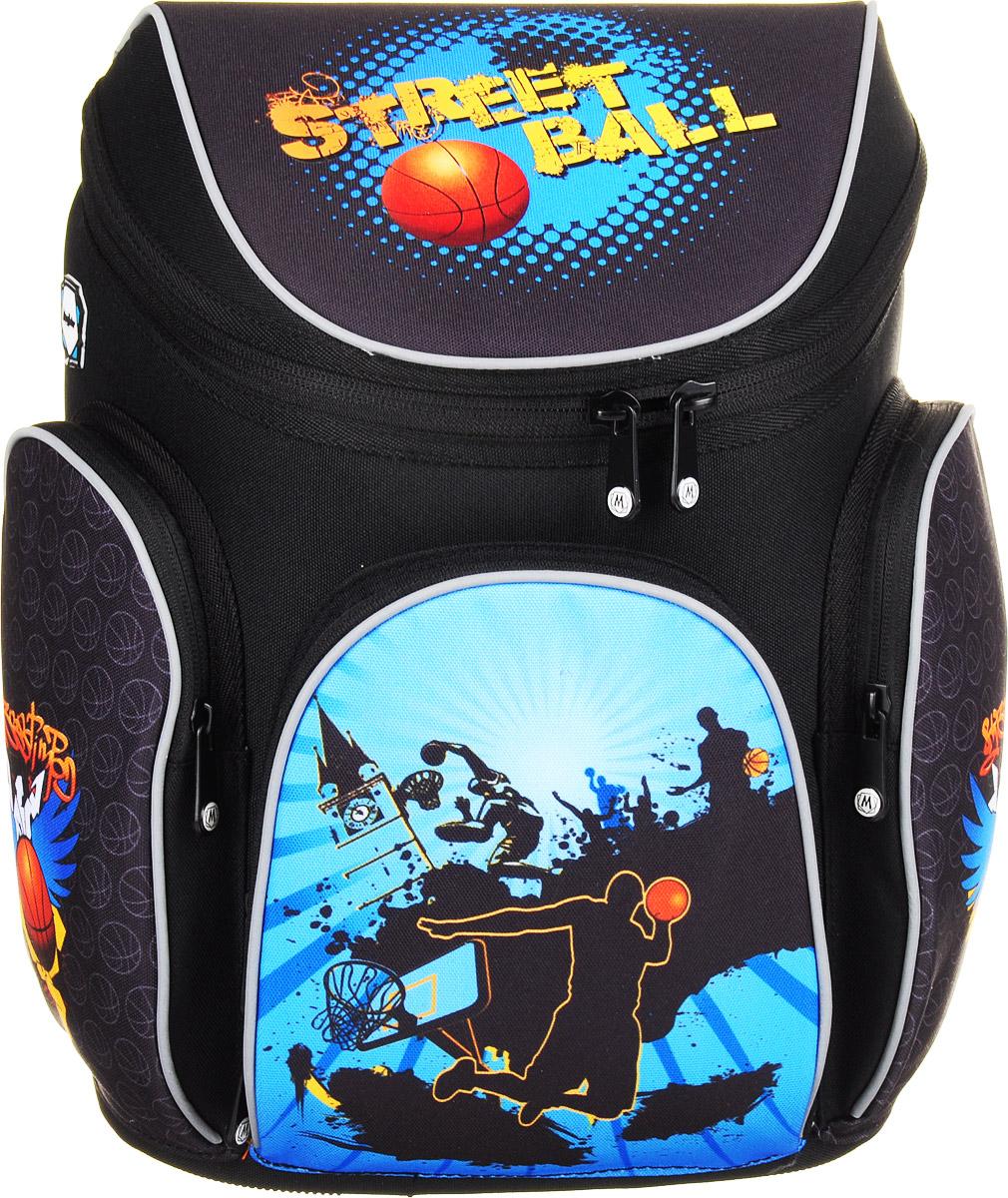 MagTaller Ранец школьный Boxi Street Ball20616-09Школьный ранец MagTaller Boxi Street Ball выполнен из прочных и износостойких материалов: нейлона и полиэстера.Ранец имеет одно основное отделение, закрывающееся клапаном на молнию с двумя бегунками. Клапан полностью откидывается, что существенно облегчает пользование ранцем. На внутренней части клапана находится прозрачный пластиковый кармашек, в который можно поместить данные о владельце ранца и расписание уроков. Внутри отделения расположены две мягкие перегородки для тетрадей или учебников.На лицевой стороне ранца расположен накладной карман на застежке-молнии. Внутри кармана находятся два открытых кармана, карман-сетка и отделения для пишущих принадлежностей. По бокам ранца размещены два накладных кармана на молнии.Ортопедическая спинка, созданная по специальной технологии из дышащего материала, равномерно распределяет нагрузку на плечевые суставы и спину. В нижней части спинки расположен поясничный упор - небольшой валик, на который при правильном ношении ранца будет приходиться основная нагрузка.Изделие оснащено удобной ручкой для переноски в руке и двумя широкими лямками регулируемой длины. У ранца имеются светоотражатели. Дно ранца из прочного материала легко очищается от загрязнений. Светоотражающие элементы не оставят незамеченным вашего ребенка в темное время суток.Многофункциональный школьный ранец станет незаменимым спутником вашего ребенка в походах за знаниями.