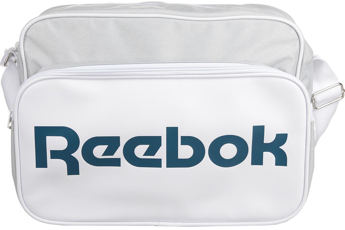 Сумка спортивная Reebok Cl Royal Shoulder, цвет: белый. AX99465361836490Сумка Reebok из прочных материалов, классический дизайн и объемный логотип Reebok.Благодаря классическому дизайну она вместит в себя все необходимое.Двойная ручка для удобного ношения в руке.Тканый принт в виде флага и логотип Reebok эффектно дополнят твой образ.