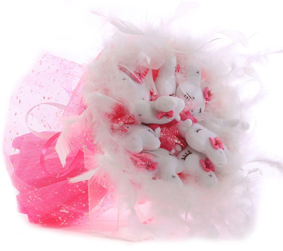 Букет из игрушек Toy Bouquet Зайчата, цвет: розовый, 9 игрушекMB860Букет из 9 милых зайчиков, розового цвета, упакован в мягкую струящуюся органзу, декорирован пышным белым боа по краю букета и перевязан широкой атласной лентой с добавлением серебристой парчовой тесьмы. Мягкие игрушки, оформленные в букет – приятный подарок для любимой, для мамы, подруги или для ребенка. Оригинальные букеты торговой марки TOY BOUQUET из мягких игрушек прекрасно подойдут для многих праздников: День Святого Валентина, 8 марта, день рождения, выпускной, а также на другие памятные даты или годовщины.
