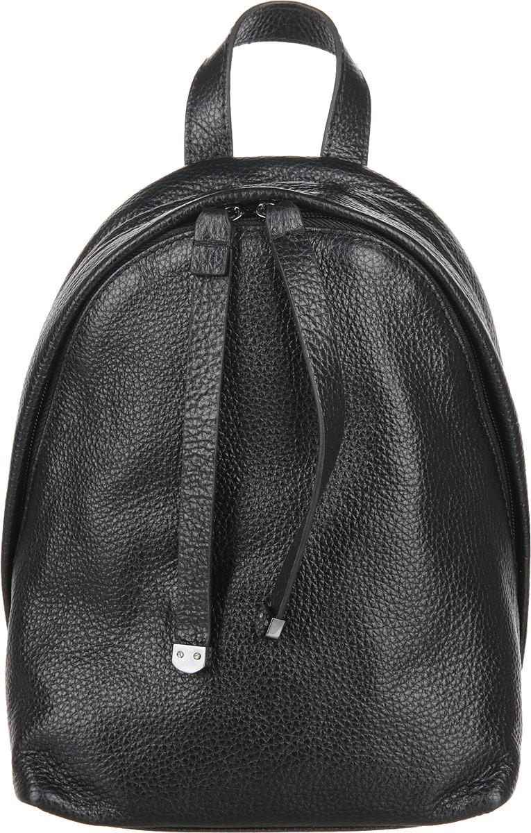Рюкзак женский Frija, цвет: чёрный. 21-0347-BD3-47660-00504Модная сумка-рюкзак выполнен изнатуральной кожи достойно дополнит строгий или повседневный образ. Благородные цвета, удобство в ношении, вместительность – главные преимущества модели.один вместительный отдел внутри которого карман на молнии. Сумка-рюкзак закрывается закрывается на двустороннюю молнию, носится в руке или одевается на плечи. Хорошо держит форму.