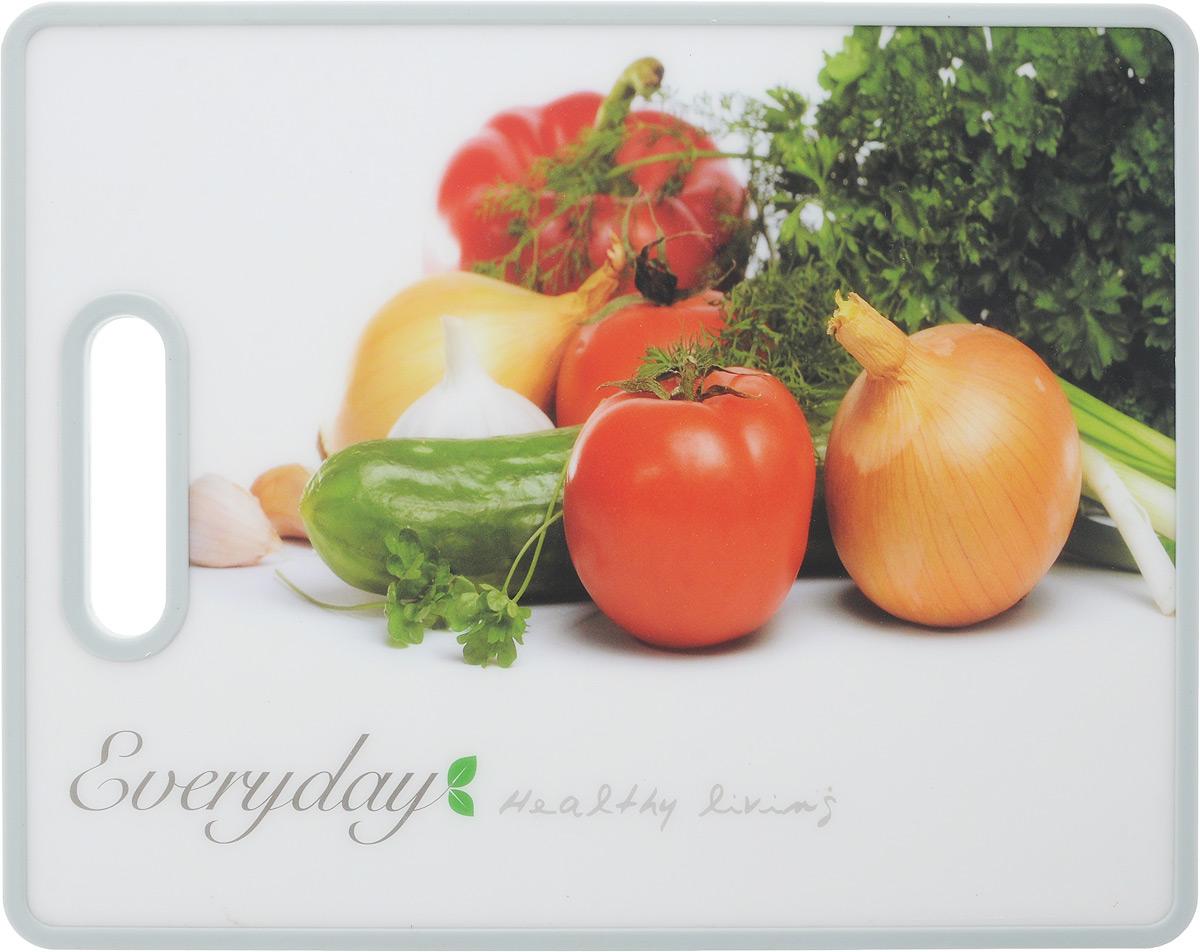 Доска разделочная Kesper Овощи, 38 х 30 см115510Разделочная доска Kesper Овощи прекрасно подходит для разделки всех видов пищевых продуктов. Изготовлена из прочного пластика. Изделие оснащено отверстием для подвешивания на крючок.Не рекомендуется мыть в посудомоечной машине.Размер доски: 38 х 30 х 1,4 см.