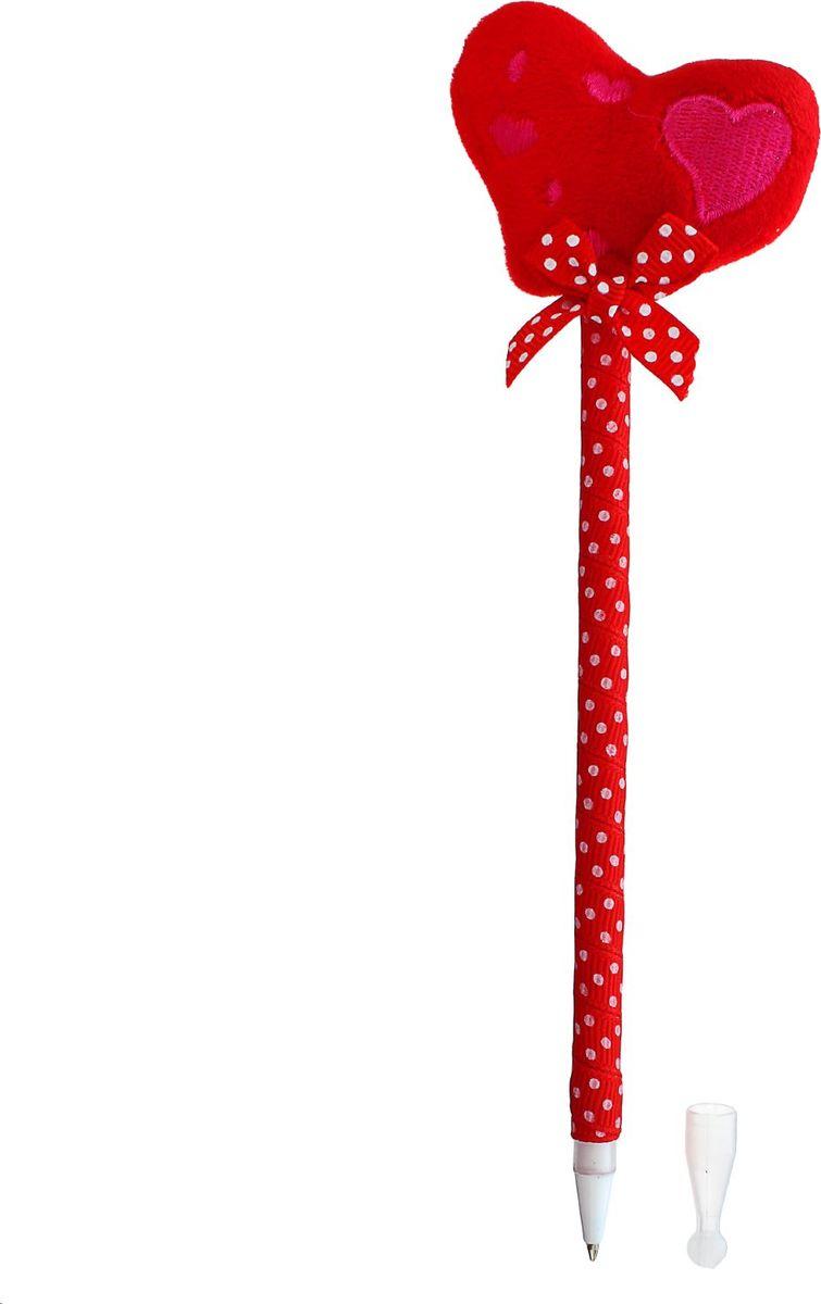 Ручка шариковая Сердце с бантиком синяя1133027Шариковая ручка в необычном воплощении способна творить чудеса! Мягкая ручка Сердце с бантиком — это практичный, яркий, всегда нужный предмет, которым мы пользуемся каждый день. Но она умеет не только писать, но и поднимать настроение всем вокруг. Красочный дизайн придется по вкусу маленьким деткам: браться за уроки они будут с большим энтузиазмом. А для взрослых будет оригинальным украшением рабочего стола и приятным напоминанием о человеке, который преподнес такой ее! Мягкий наконечник в форме сердца настроит на романтичный лад и подарит море позитива — с ней не захочется расставаться ни на минуту.