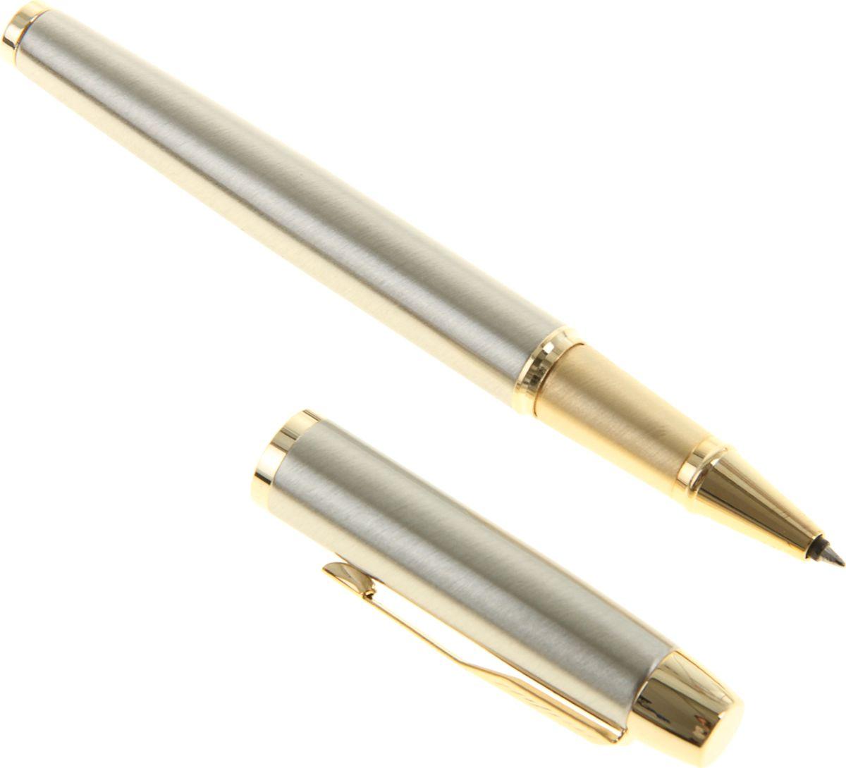 Parker Ручка-роллер IM Metal Brushed Metal GT Fblack черная1013822Ручка-роллер Parker IM Metal Brushed Metal GT Fblack — классика с современным оттенком. Этот культовый бренд отличается неугасаемым стремлением к совершенству. Уже на протяжении столетия он имеет отличную репутацию и ассоциируется с канцелярскими изделиями исключительно высокого качества, подчеркивая тем самым верность традициям, надежность, элегантность, стиль и желание привносить новое в свои образцы. Ручка-роллер Parker IM Metal Brushed Metal GT Fblack — сочетание неповторимого дизайна и прекрасного исполнения. Этот аксессуар станет элитным и статусным презентом для коллег, друзей, а также настоящим украшением любого рабочего стола.