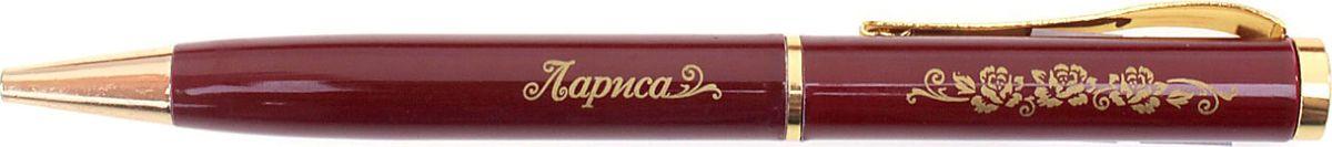 Ручка шариковая Тайна имени Лариса синяя72523WDХотите сделать по-настоящему индивидуальный подарок? Тогда вам непременно понравится стильная и удобная именная Ручка Лариса, в бархатном мешочке. Выполненная в насыщенном бордовом цвете в сочетании с золотистый гравировкой, сделанная уникальным художественным шрифтом, она станет достойным дополнением образа своей обладательницы. Поворотный механизм надежен и удобен в повседневном использовании – ручка не откроется случайно и не оставит синих чернильных пятен на одежде. Мягкий бархатный мешочек придает изделию неповторимый шарм, делая его желанным подарком по поводу и без.