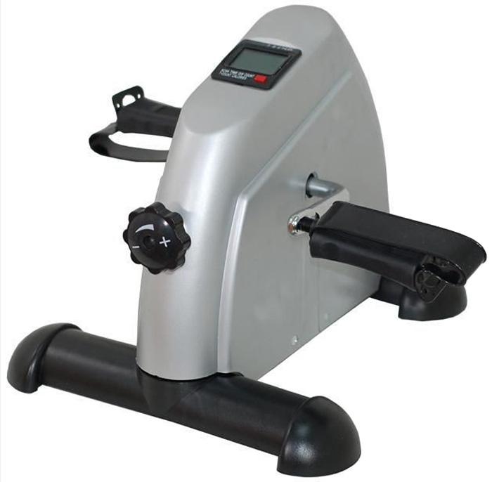 Мини велотренажер Sport Elit. BY-810BY-810Мини велотренажер Sport Elit, изготовленный из металла и пластика, является компактным велотренажером для дома и офиса. Тренажер оснащен возможностью регулировки нагрузки. Компьютер, установленный на тренажере, показывает в сканирующем режиме: скорость, время тренировки, дистанцию, потраченные калории, обороты в минуту.Ключевые преимущества:- Регулируемая нагрузка, позволяет варьировать интенсивность тренировок,- Встроенный компьютер считывает основные параметры занятий и выводит на дисплей данные о скорости, времени, дистанции, потраченных калориях и оборотах в минуту,- Компьютер позволяет контролировать ход тренировок,- Компактность: тренажер займет минимум пространства в доме. За счет небольших габаритов его можно хранить в шкафу или под кроватью,- Автономность: велотренажер не потребует подключения к сети,- Прочность рабочих узлов и конструкции в целом позволяет заниматься на тренажере людям любой комплекции, ведь максимальный вес пользователя может достигать 100 килограммов,- Повышение выносливости организма,- Укрепление дыхательной и сердечно-сосудистой системы,- Сжигание калорий и снижение веса,- Улучшение тонуса мышц ног, ягодиц, бедер, пресса, рук и плечей.Инструкция на русском языке прилагается.