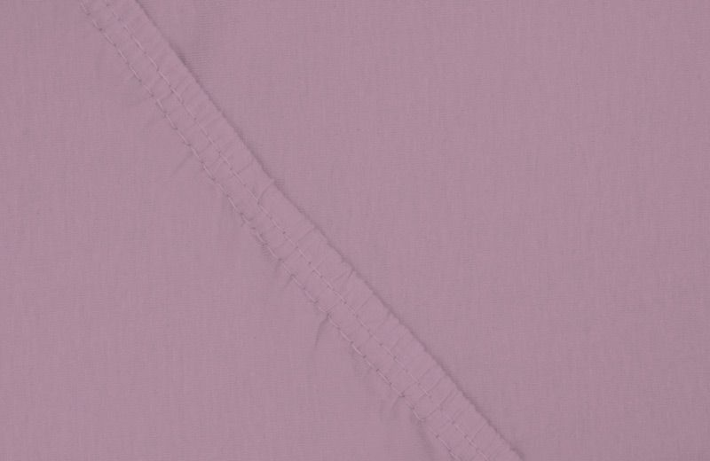Простыня на резинке Ecotex, цвет: фиолетовый, 140 х 200 смES-412Здоровый сон – залог хорошего самочувствия на протяжении всего дня. Простыня на резинке по всему периметру – это очень удобно! Она всегда ровно, без единой морщинки, застилает матрас. Легко заправляется и фиксируется с помощью «юбки» с резинкой по всему периметру. Нежное прикосновение к телу бархатного на ощупь хлопка, мягкая фактура ткани – вот основное преимущество трикотажных простыней на резинке. Они практичны в уходе, не требуют глажения после стирки, мягкие, экологичные, защищают матрас от загрязнений.